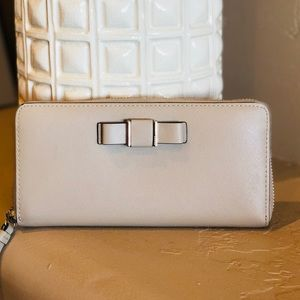 Coach Darcy Bow Zip Wallet
